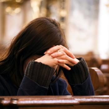 žena u molitvi 2